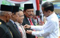 [Repost] Bupati Anas Terima Satya Lencana Wirakarya dari Presiden Jokowi